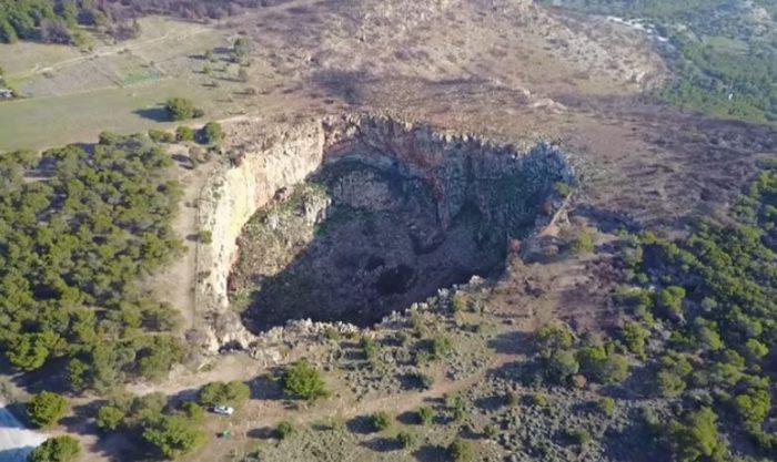Chaos, a legendás görögországi kráter