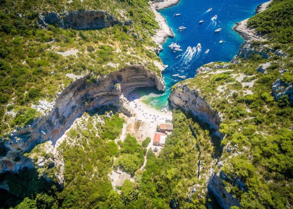 Vis sziget: a Mamma Mia 2. forgatásának helyszíne
