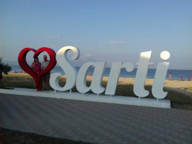 Saci a Sarti szobornál