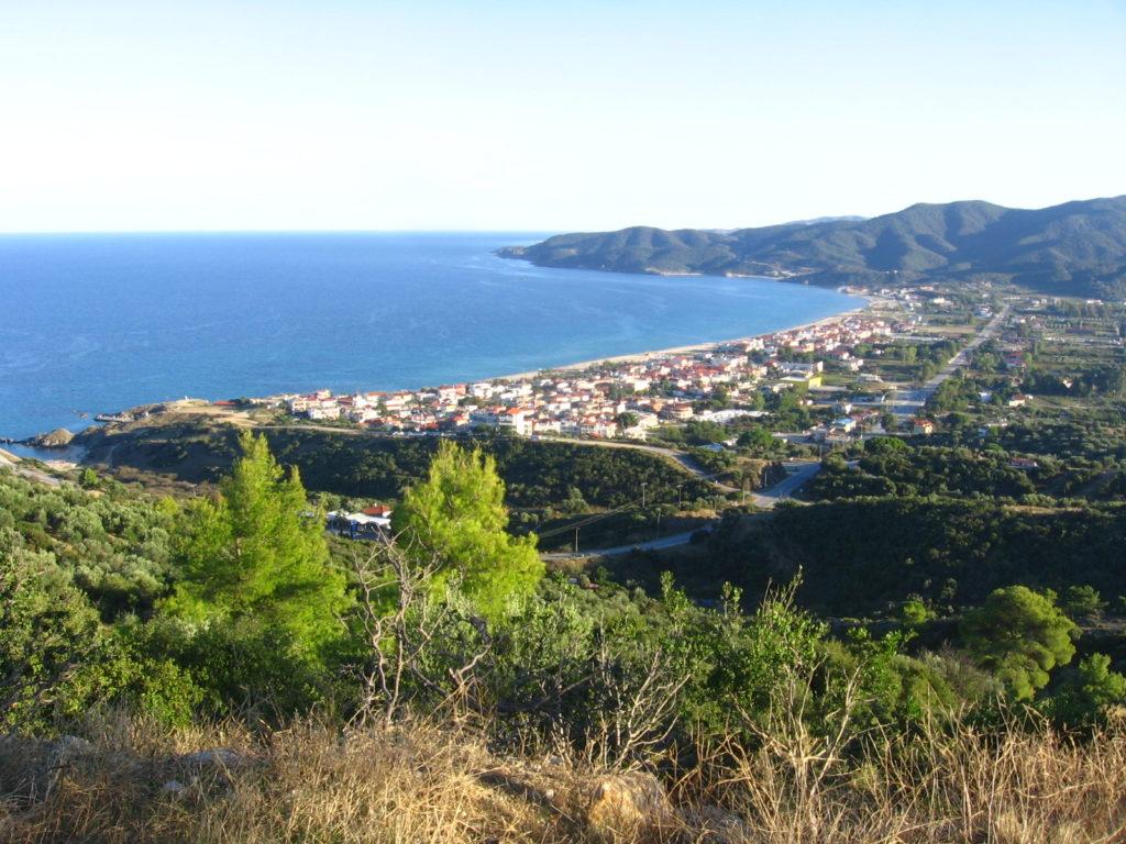 Sarti falu az öbölben