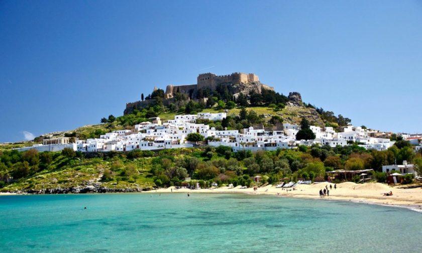 A görög Lindosz település a hegyoldalban