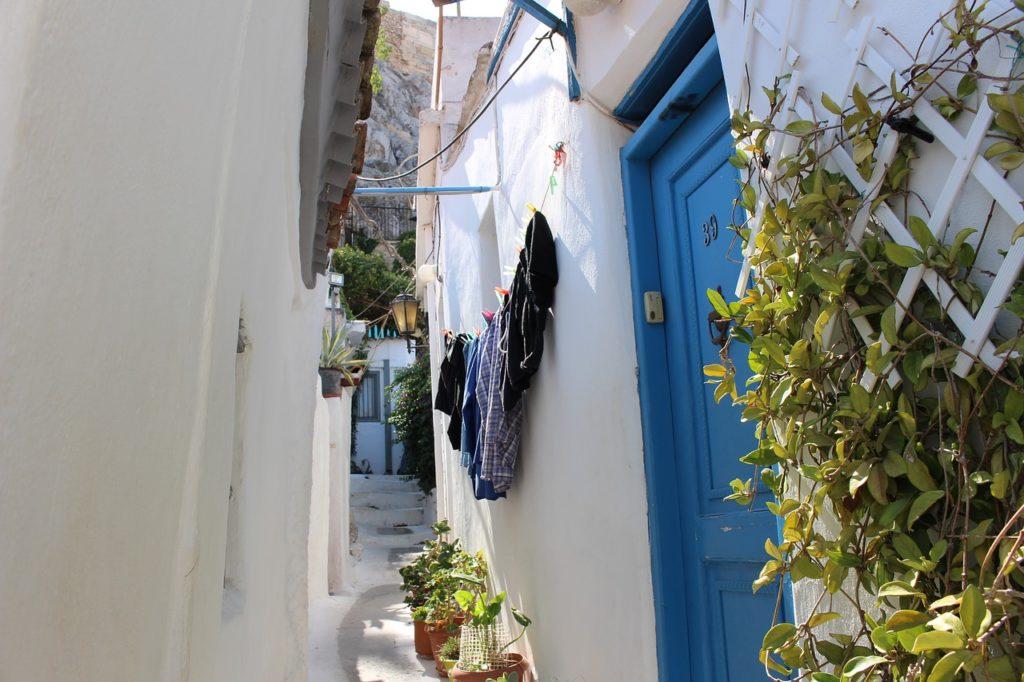 Plaka egyik szűk utcája